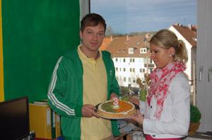Marcel Thum mit Jongo-Torte